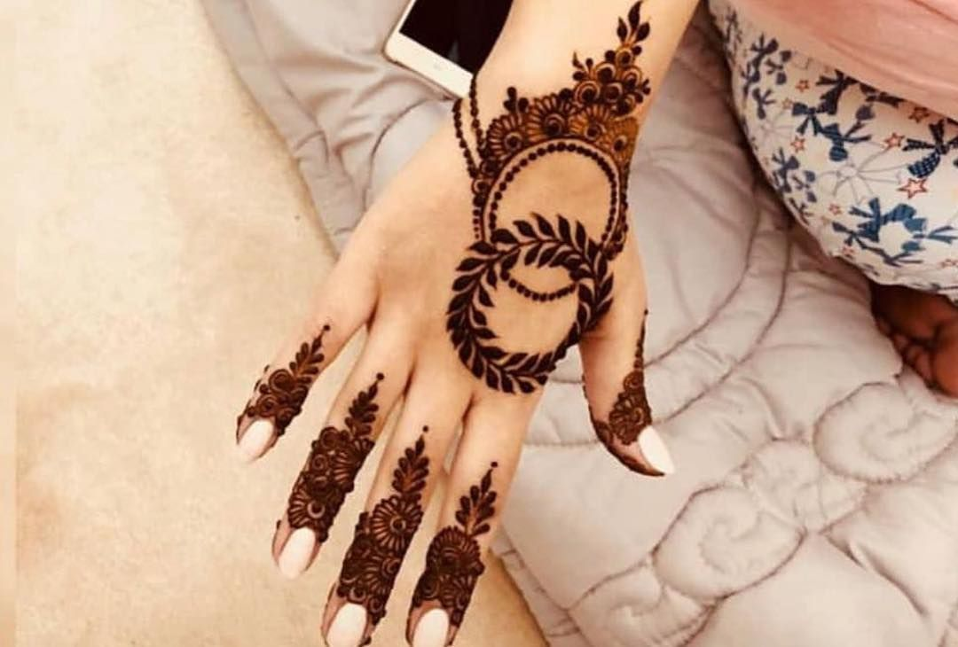 نقش ناعم اقدر اسوي نفس الموجود ف الصورة بالضبط وباسعار مناسبة ابها ا New Mehndi Designs Black Henna Mehndi Designs