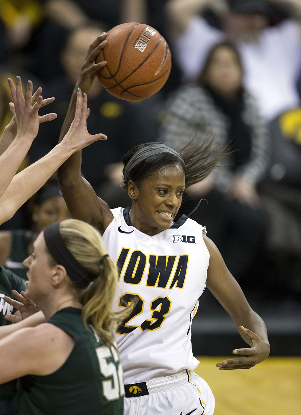 Iowa Hawkeyes Guard Theairra Taylor 23 Dishes Off A Pass Over