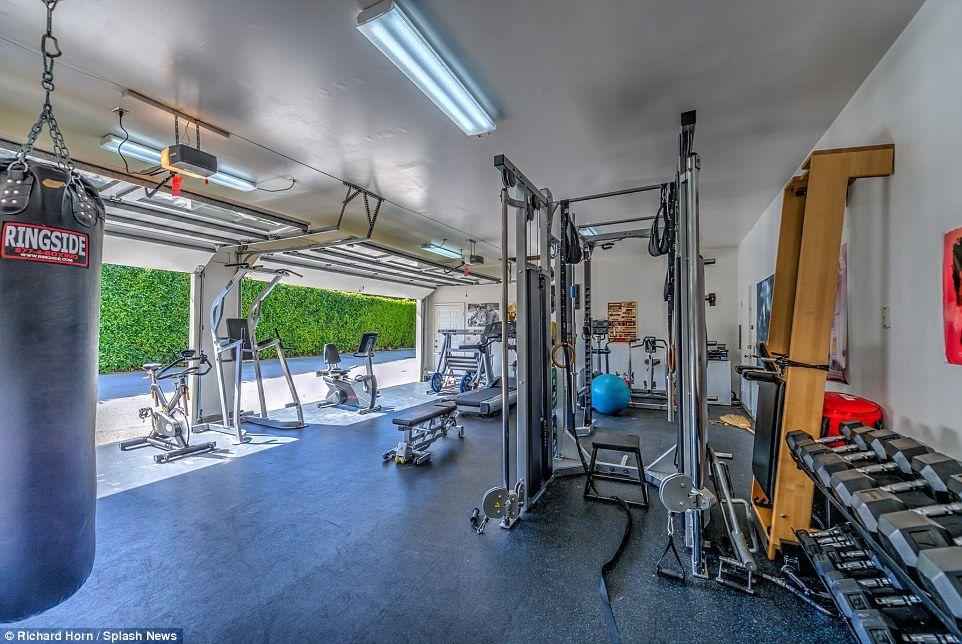 Chris Hemsworth And Elsa Pataky Make 2 6m On Sale Of La Properties Home Gym Design At Home Gym Home Gym