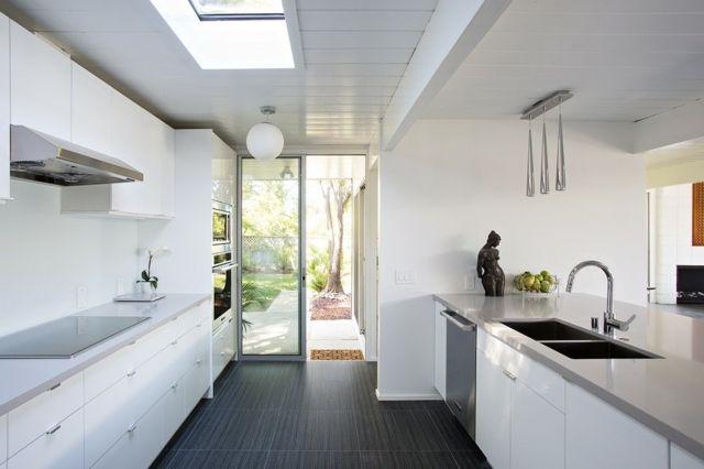 maison moderne cuisine porte fenetre carreau gris blanc ...