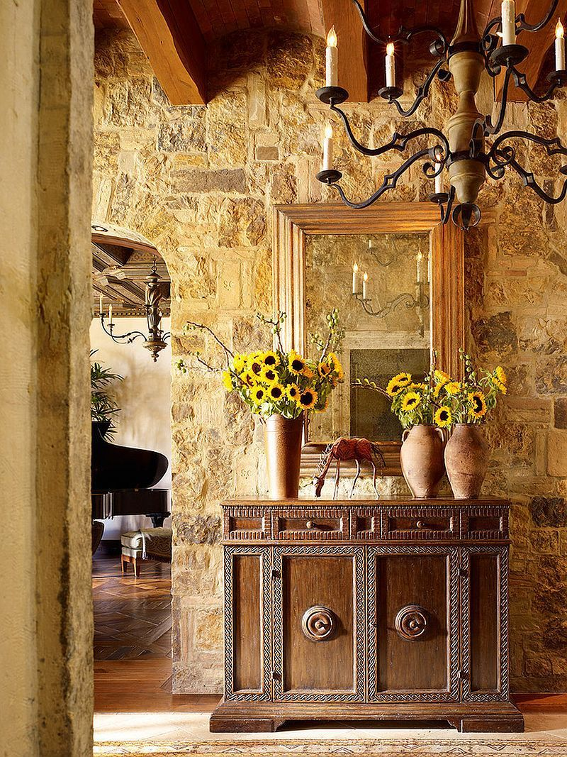 Stone-walls-and-custom-decor-give-the-entry-a-Tuscan-flavor.jpg (800 ...