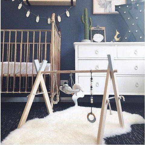 Chambre bleu foncé et blanc