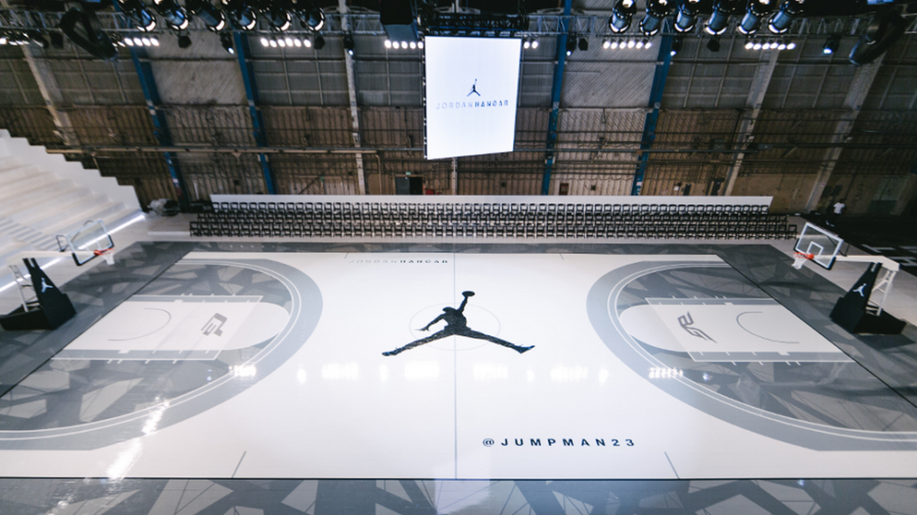 A Look Inside Jordan S New Private Basketball Venue Situated In An Airplane Hangar In West Los Angeles Probasketballtalk Nbc Sports Indoor Basketball Court Home Basketball Court Basketball Court Backyard