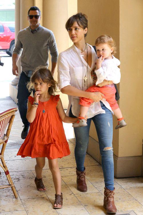 Jessica Alba S Preschool Graduate Looks Lindos Vestidos Infantis Looks Style