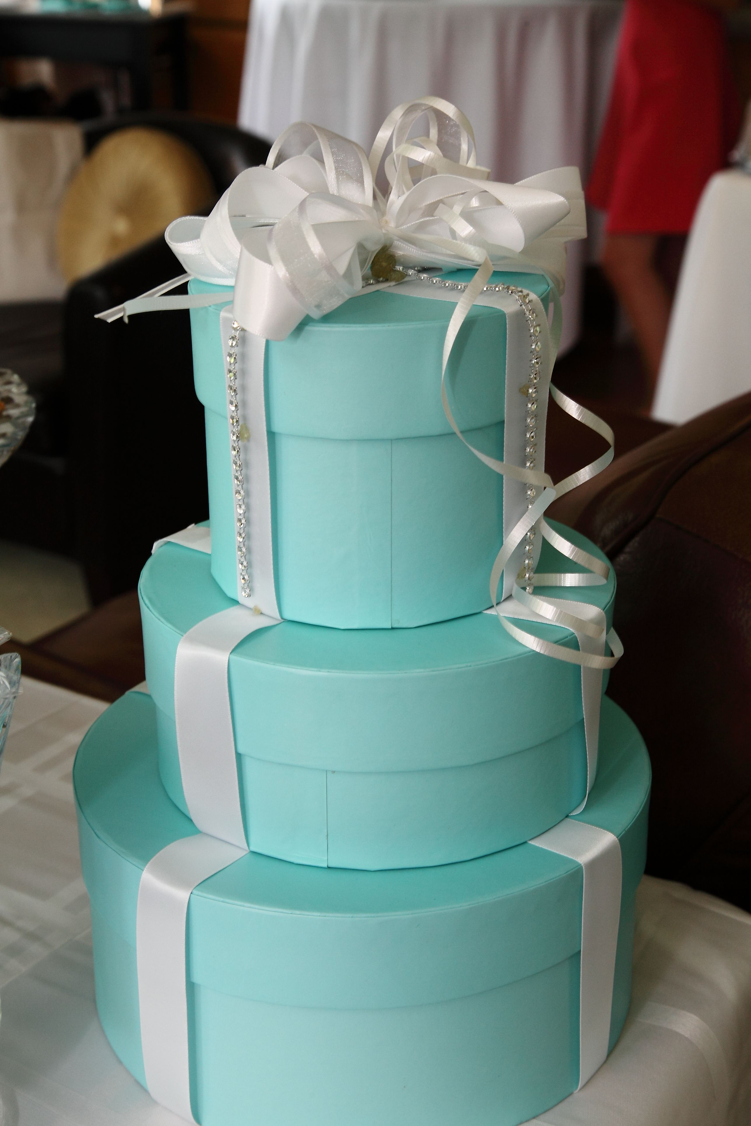 Inside wedding decoration ideas  Tiffany Blue decor boxes LOVE THIS IF GIFTS FOR THE BRIDE WAS