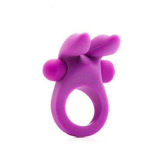 """El anillo para el pene Rabbit cockring tiene una bala con 10 velocidades. El anillo es de silicona y, por lo tanto, es increíblemente elástico. Con sus """"orejas"""" estimulantes también se ocupará de satisfacer a su pareja. Perfecto para él y para ella."""