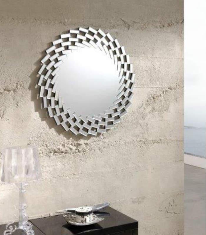 espejo de forma circular con marco de pequeos espejos en forma de mosaico en espiral