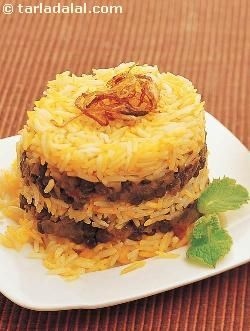 Masoor spells iron shakthi, which is very important for building haemoglobin levels and to ward off fatigue and tiredness. Here is an interesting biryani made using this nutritious ingredient. Make the basic milk rice in advance to save time and effort. I have added apricots and raisins to the masoor masala to make it more interesting.