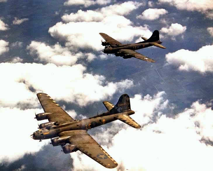 United States' Boeing B-17 Flying Fortress - World War II Vehicles, Tanks, and Airplanes