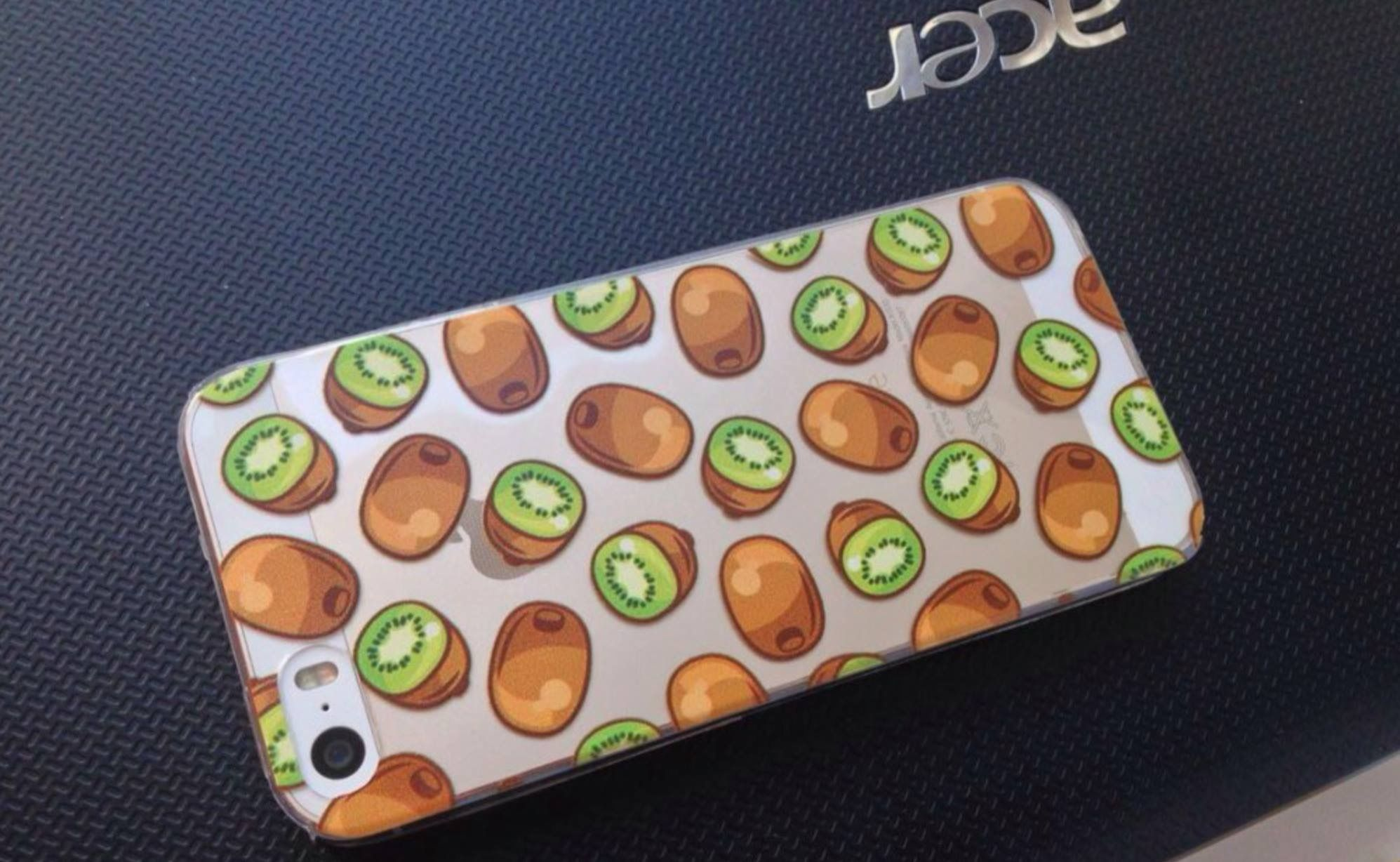 *My Fruity Phone 🍉* This phone case is a cleaver way to state your own style! If you are a fan of kiwi or just love the color of it, it doesn't matter here! 😍