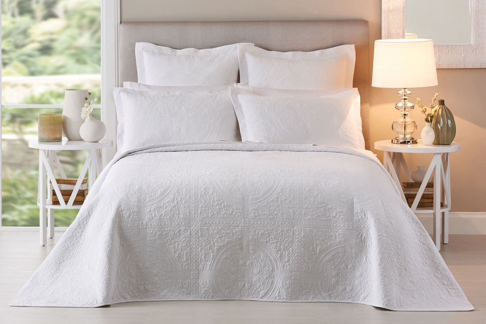 White luvly rooms bedrooms pinterest white bed linens beds