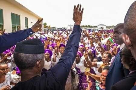 Massive Crowd of Women Welcome Acting President Osinbajo to Bayelsa State (Photos)