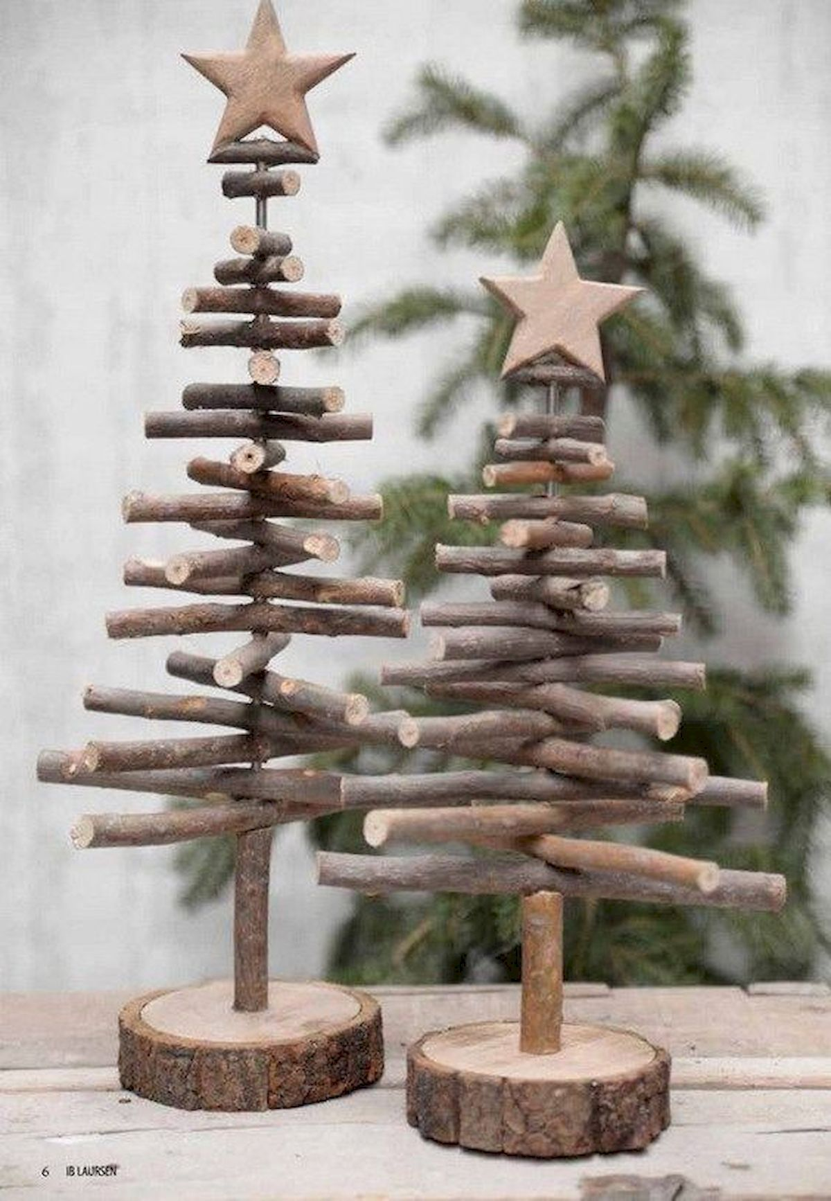 40 Stunning Rustic Christmas Decor Ideas (38) - CoachDecor.com #rusticchristmas