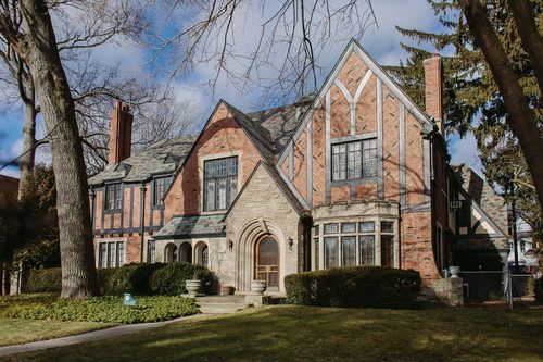Mansions Sell Like Hotcakes In Indian Village Palmer Woods Indian Village Mansions Tudor Style Homes