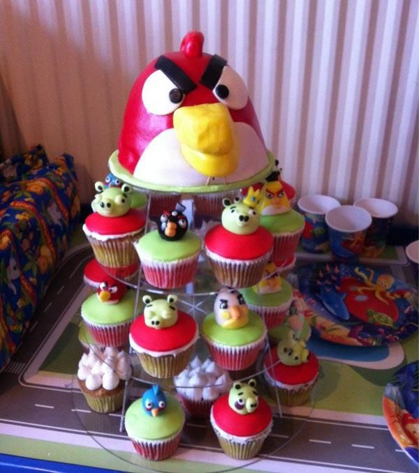 Angry Birds Cupcakes Pic Bird cakes Cakes and Birds