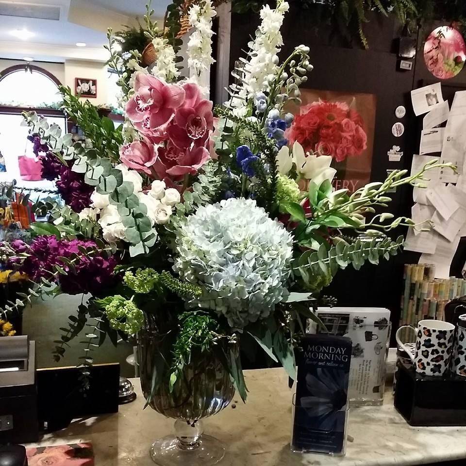 A Stunning Floral Designed By Alanna For Mother S Day Www Sendingsmiles Com Flower Arrangements Floral Floral Wreath
