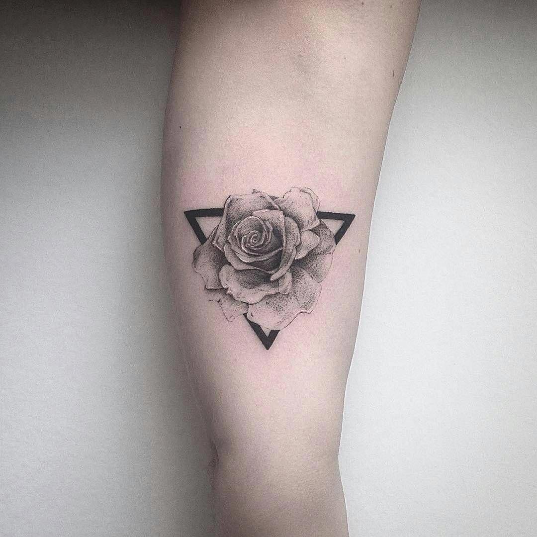 Flower Tattoos Men Flowertattoosformen Minimalist Tattoo Flower Tattoos Small Flower Tattoos