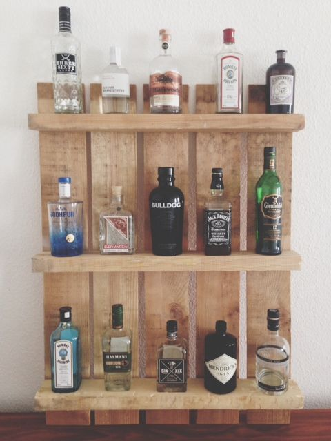 einen gin tonic bitte regal aus palette pinterest bar diy interior and pallets. Black Bedroom Furniture Sets. Home Design Ideas