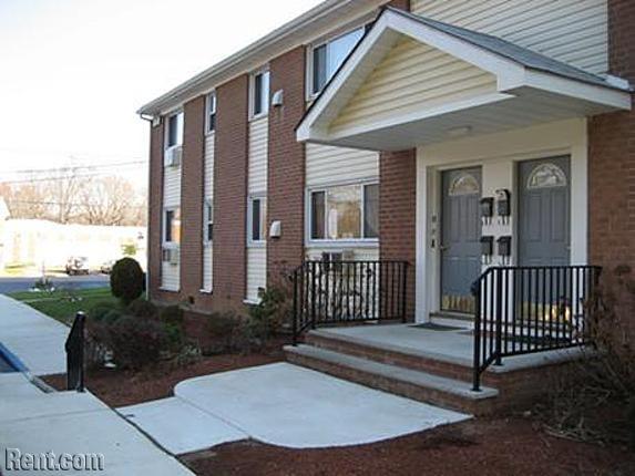 Eagle Rock Apartments 1 Zachary Lane Hamilton Nj 08620 Rent Com Apartments For Rent Apartment Hamilton