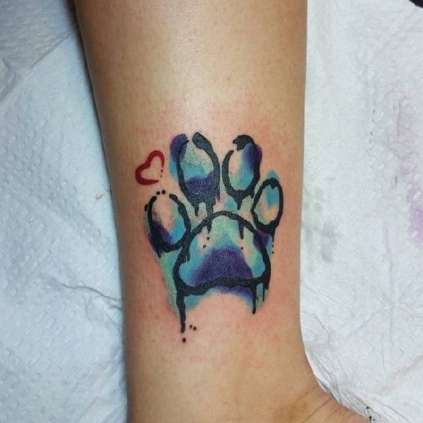 40 wundervolle pfoten tattoos tattoo pinterest tattoos dog tattoos and tattoo designs. Black Bedroom Furniture Sets. Home Design Ideas