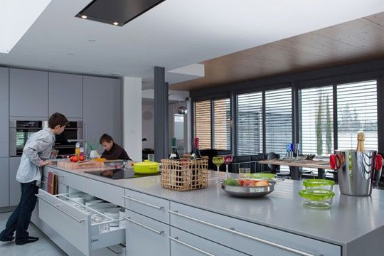 Deux cuisines familiales bien pensées - Côté Maison