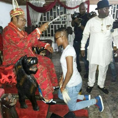 Big Brother Naija: That moment when Marvis knelt before her dad a King to receive blessings (photos) http://ift.tt/2pRQMqZ