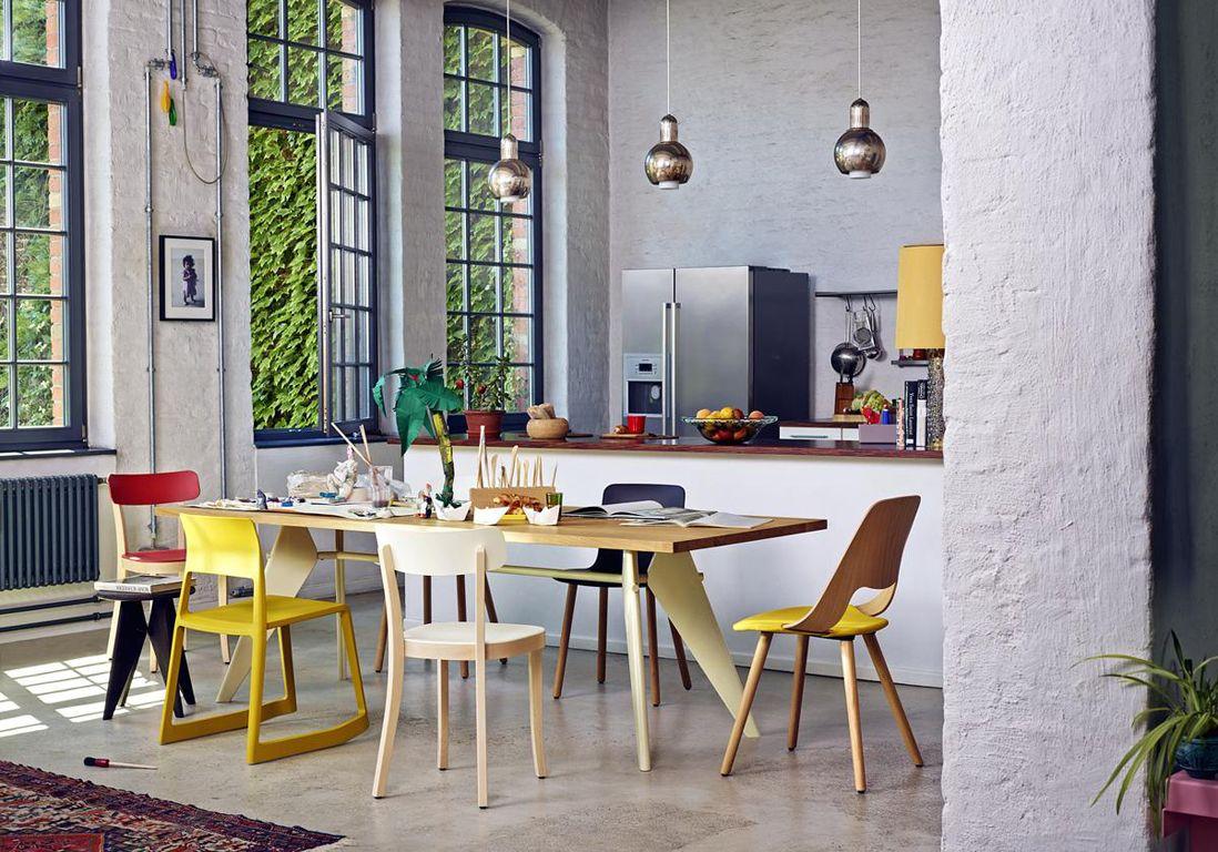 La salle à manger est une pièce chaleureuse, presque un lieu de ...