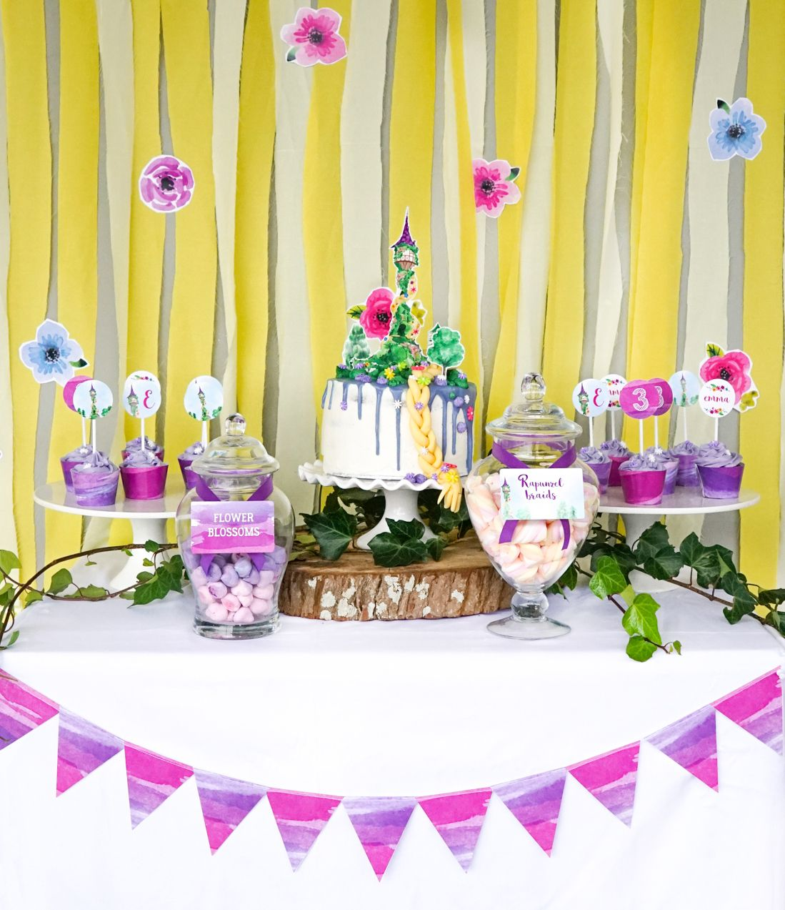 Pretty party set up for a Rapunzel party!  sc 1 st  Pinterest & Pretty party set up for a Rapunzel party! | Girls Party Ideas ...