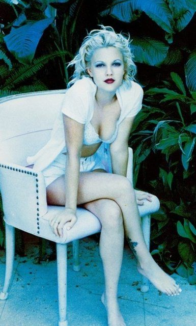 Drew Barrymore 90s Style Probably The Hottest Ive Ever Seen Her Look Ever