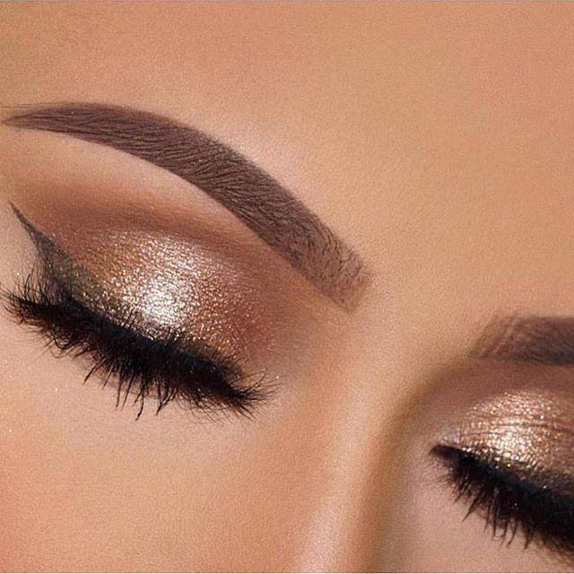 Neutral gold eye makeup