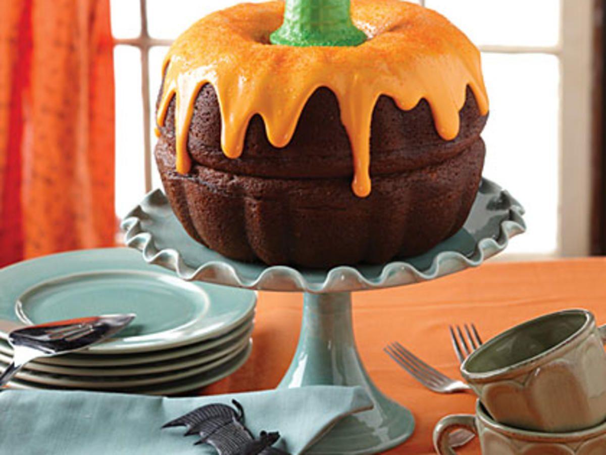How to Make a Pumpkin Shaped Cake