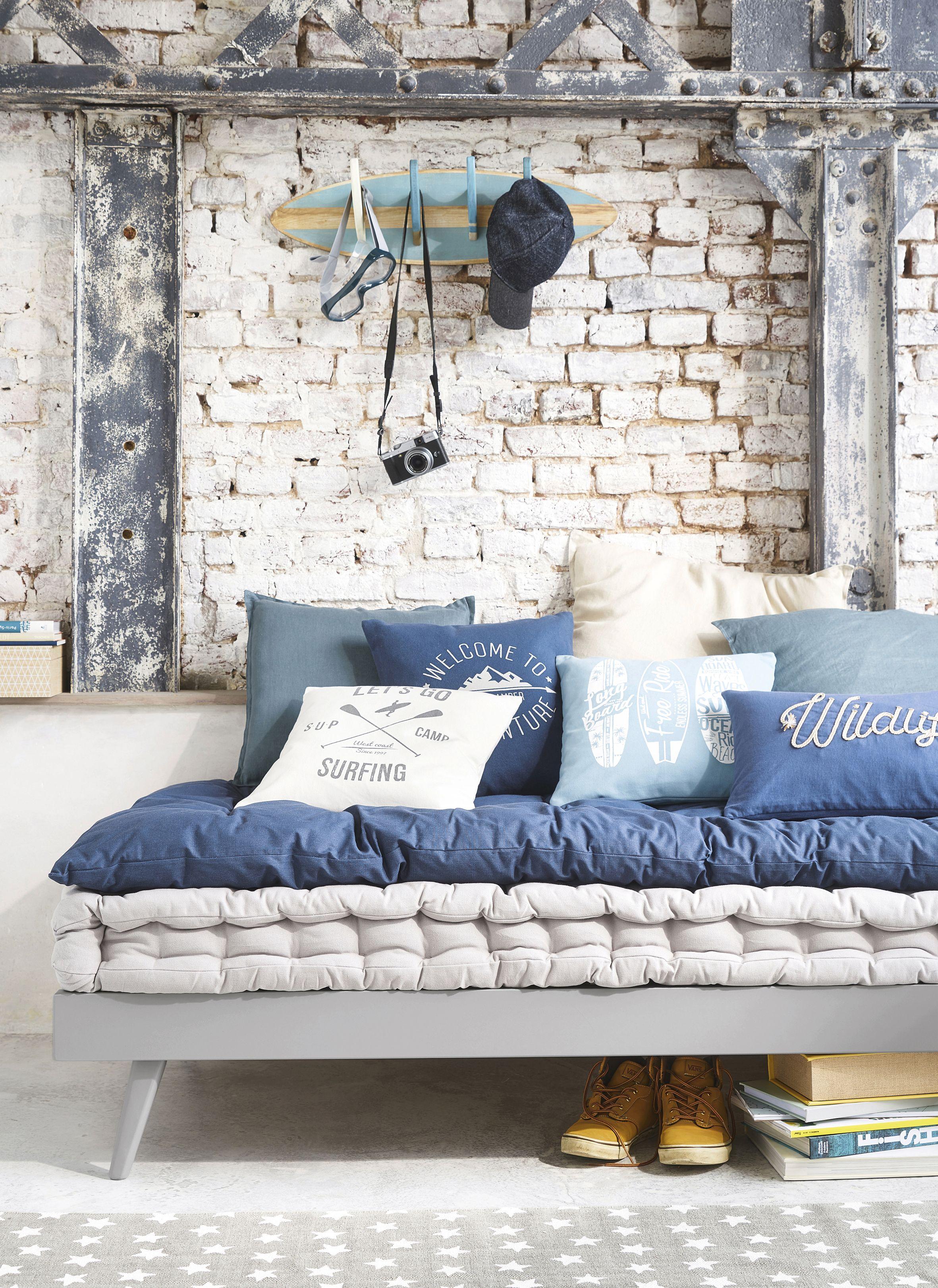 Chambre Ado Avec Papier Peint Brique chambre indus matelas de sieste idéal pour chambre ado