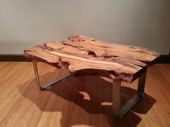 Mesa rustica de centro madera maciza de olivo olivo acero for Mesas de centro rusticas baratas