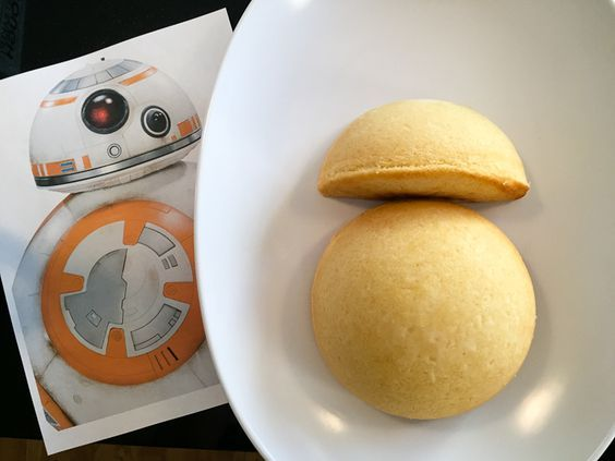 Step-by-step instructions on how to make an easy BB-8 Birthday Cake for a Star Wars birthday party #starwars: