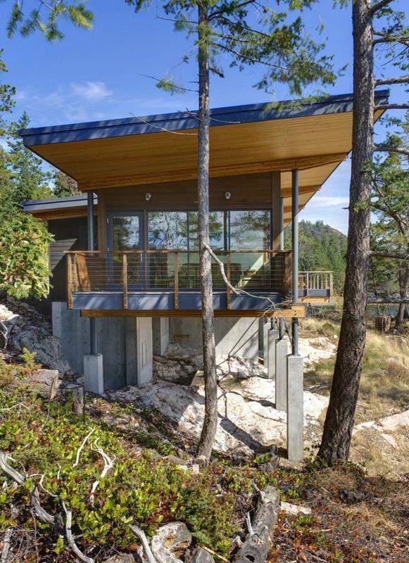 Superbe maison en bois sur pilotis avec vue imprenable sur le fleuve au canada colombie - Maison bois pilotis ...