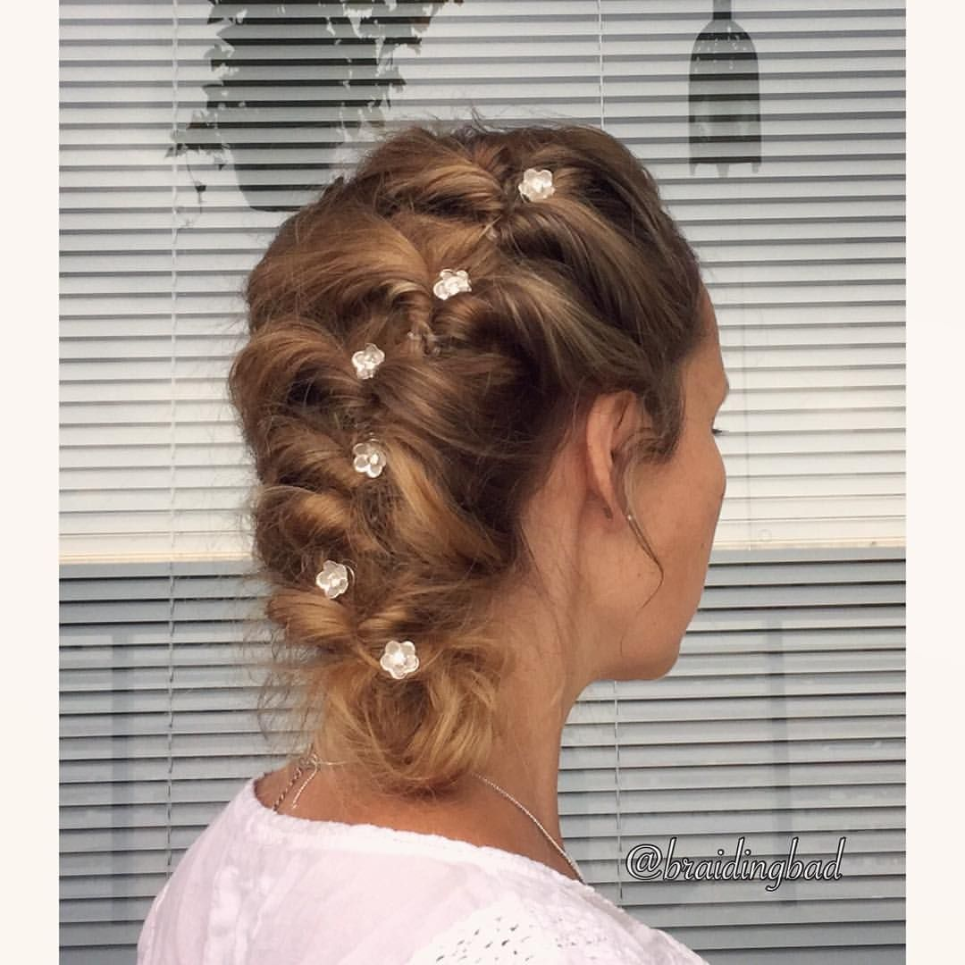 "95 tykkäystä, 4 kommenttia - Heli (@braidingbad) Instagramissa: ""#elasticbraid #updo made with hair-friendly @invisibobble Nano hairties. Add some #hairjewellery…"""