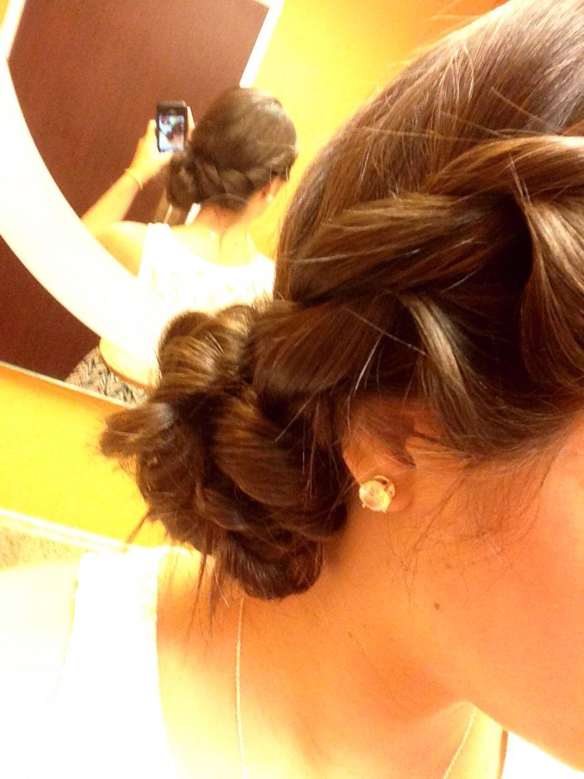 Simple Hair Style For Wedding Guest