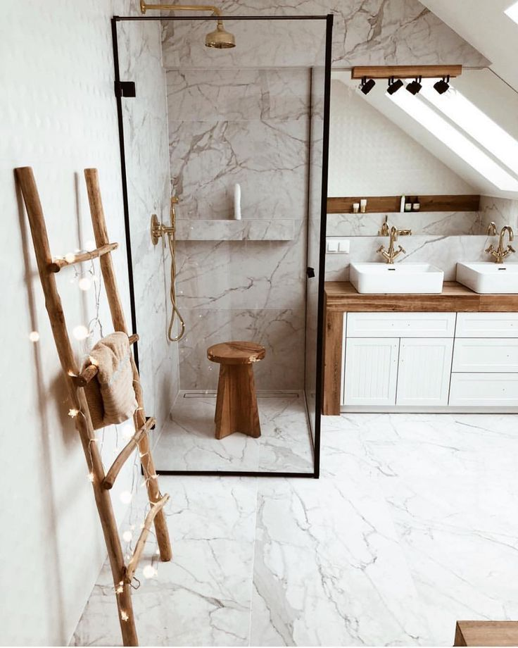 """Photo of Mid Century•Boho•Farmhouse on Instagram: """"Wooden and brass accents, a splash of white and marble make a lovely mix of colors in this beautiful bathroom ? (via @sonka_kaminska) ~…"""""""