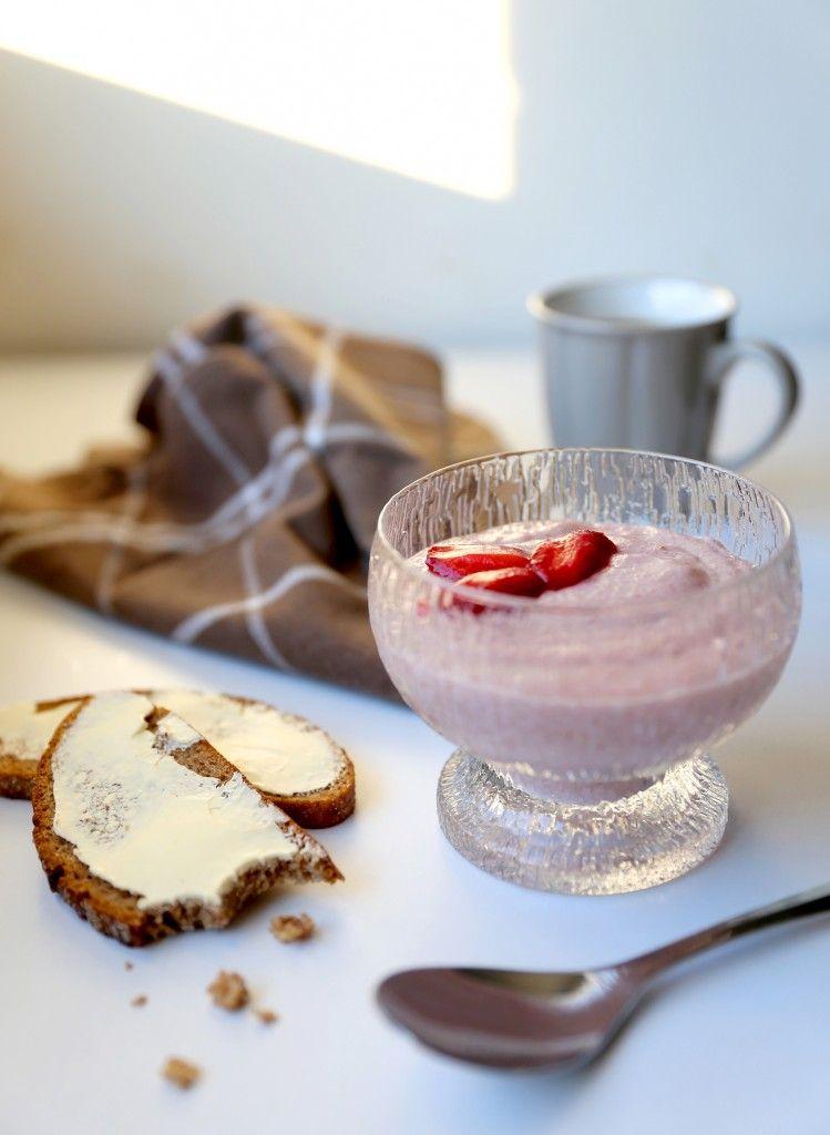 Whipped strawberry porridge-  A strawberry semolina dessert