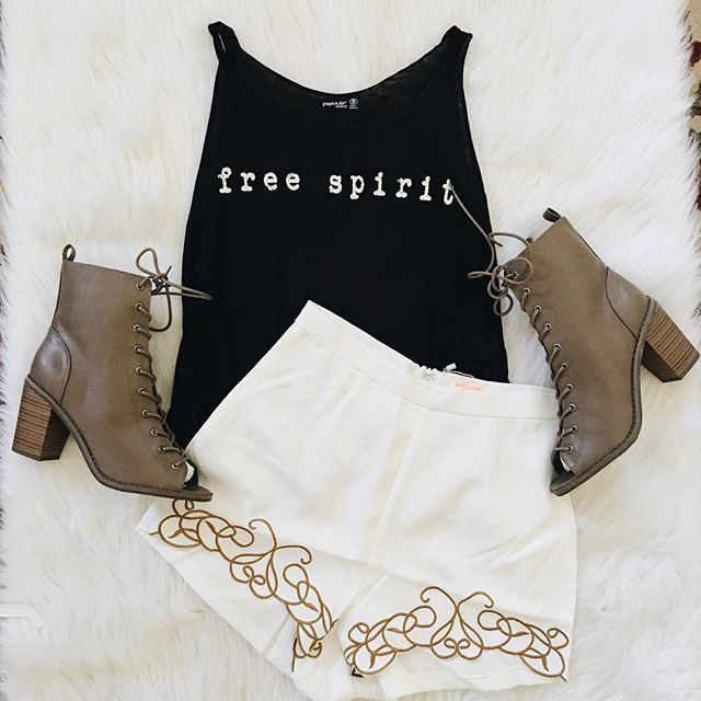 Happy Mothers Day! ✨ Free Spirit Tank ✨ Camila Gold Trim Shorts ✨ Tina Lace Up Boots shopdevi.com • #shopdevi