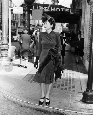 1940s Street Historia › Tuesday Teaser San