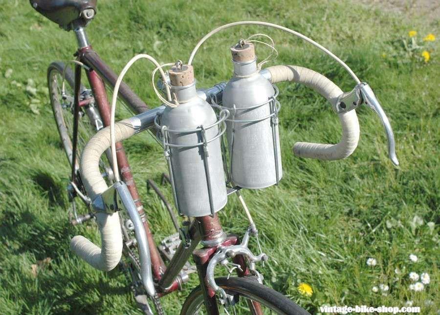VINTAGE BIKE BICYCLE WATER BOTTLE HOLDER CAGE /& WATER BOTTLE STEEL FRAME NOS