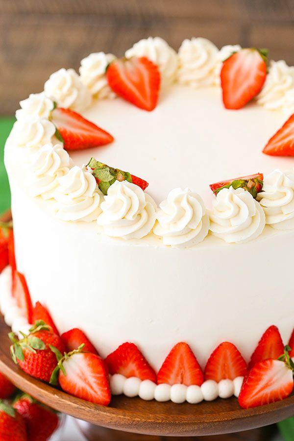 Strawberries and Cream Cheesecake Cake #creamfrosting