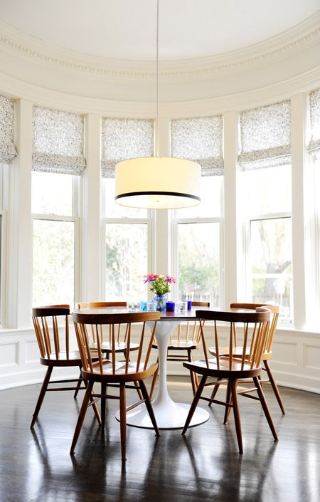I adore the dining nook in a window-wrapped alcove. From Pure Green Magazine.