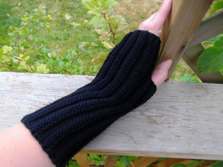 Black Fingerless Mittens.. $15.00, via Etsy.