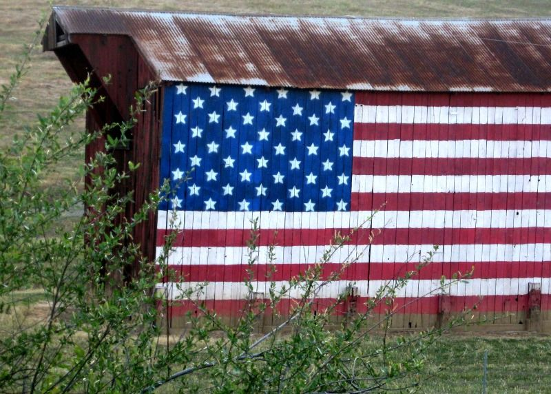 FREE American Flag Image on Rusy Barn by Kathy McGraw 4th of July
