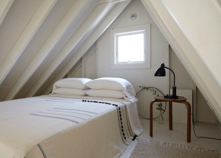 Dormir loft en Ann Stephenson y la isla del fuego en forma de A de Lori Sacco, foto de Kate Sears | Remodelista