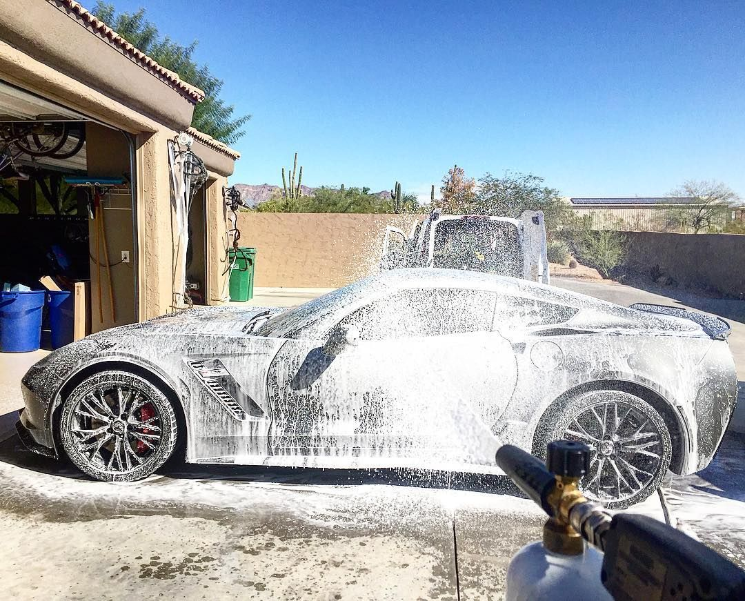 Bath time for this Z06 Vette by autorunnersdetailing