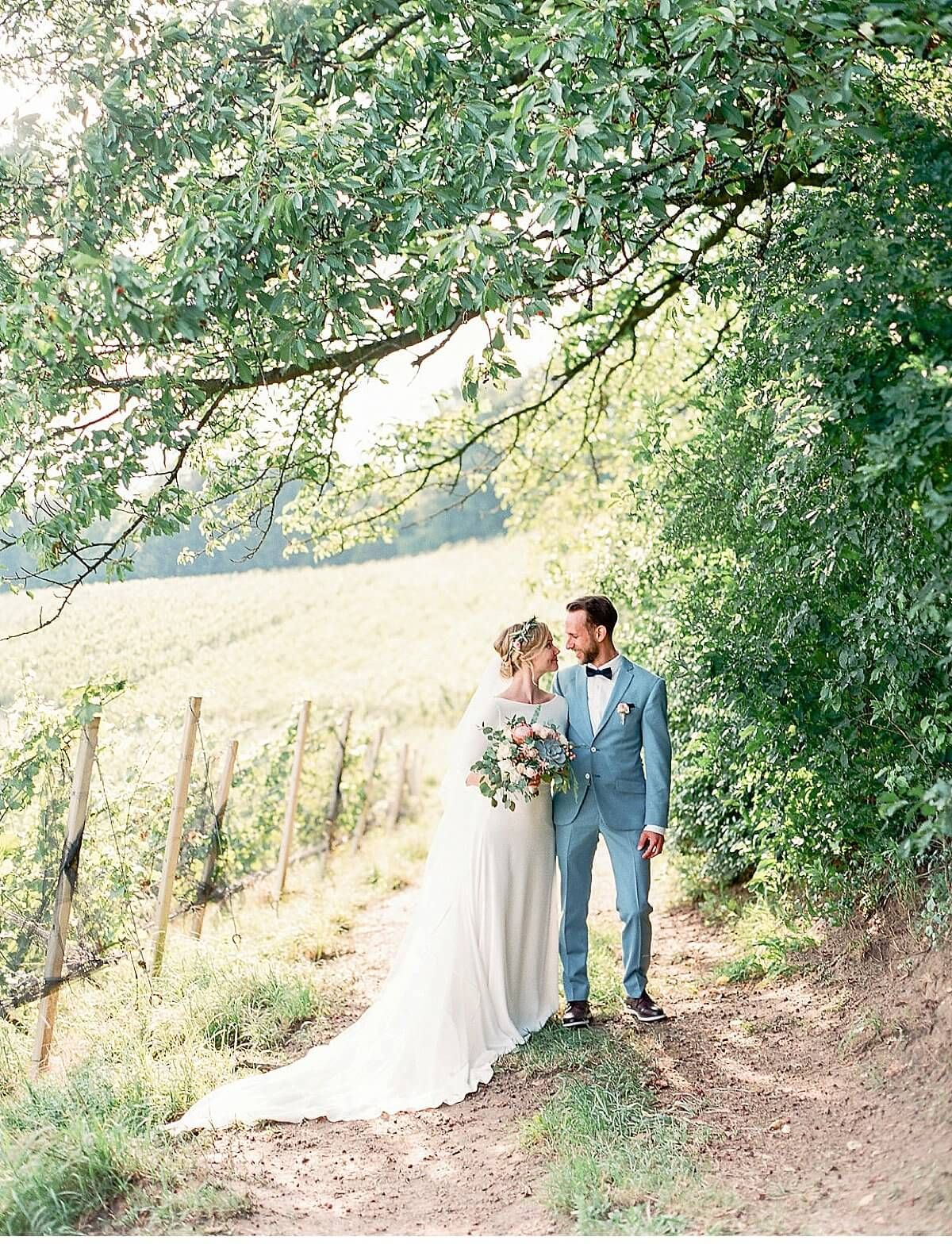 Vineyard Summer Wedding By Melanie Nedelko Www Amberandmuse Com Summer Wedding Yard Wedding Outdoor Wedding