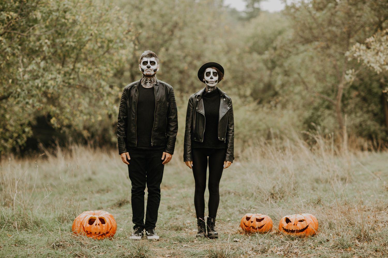 Dead Bride And Groom Halloween Halloween Photography Skeleton Skeleton Couple Skeleton L Halloween Styled Shoot Halloween Photoshoot Bride Photoshoot